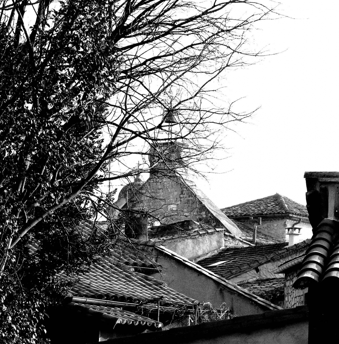 L'horloge vue de la Rue Basse